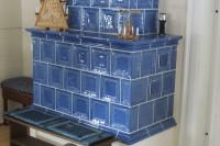 Grundofen mit Sommerhuber-Keramik, beheizen vom Flur (erbaut in Oppach/Sa.)